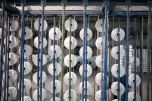 Tissage du fil pour la fabrication des jeans BOLID'STER
