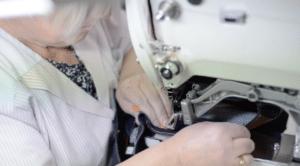 Couturière qui confectionne les jeans BOLID'STER